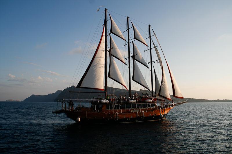 Santorini_cruise