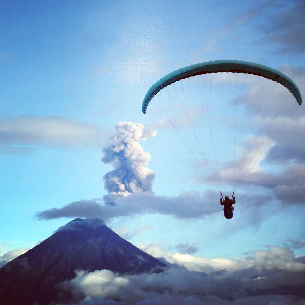 banos-paragliding