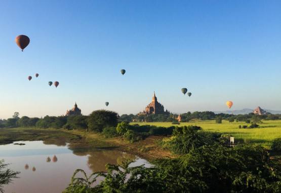 Balloons over Bagan 18