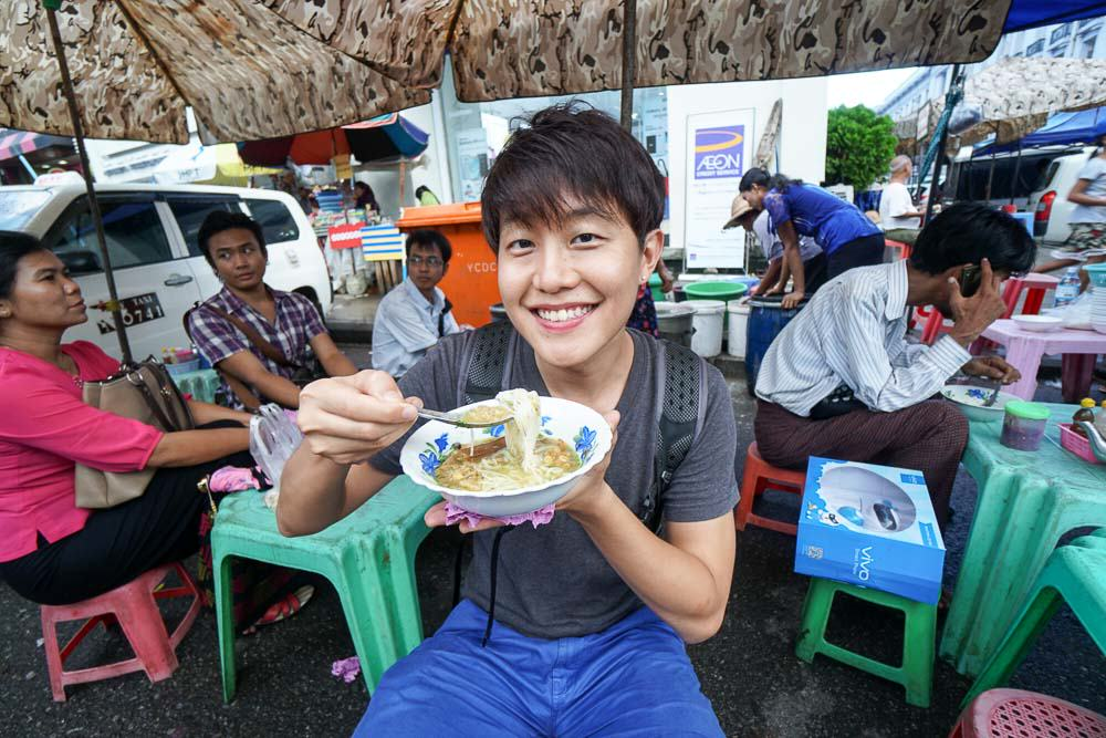 eating-mohinga-street-food-things-to-do-in-myanmar-4