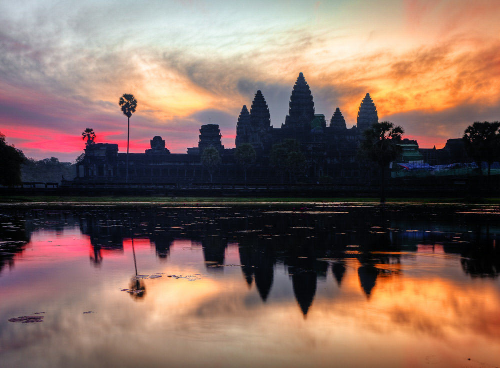 Angkor Wat at Sunset - enfp travel