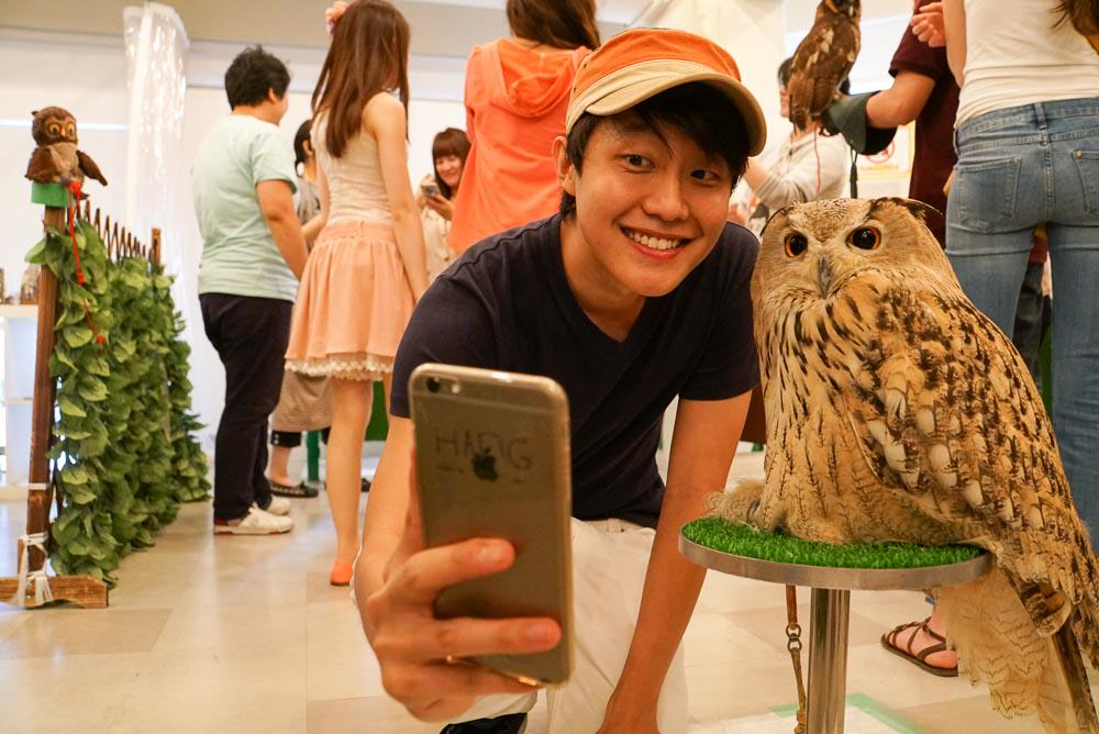 Owl Family Cafe Selfie - Osaka Japan Travel Guide-6