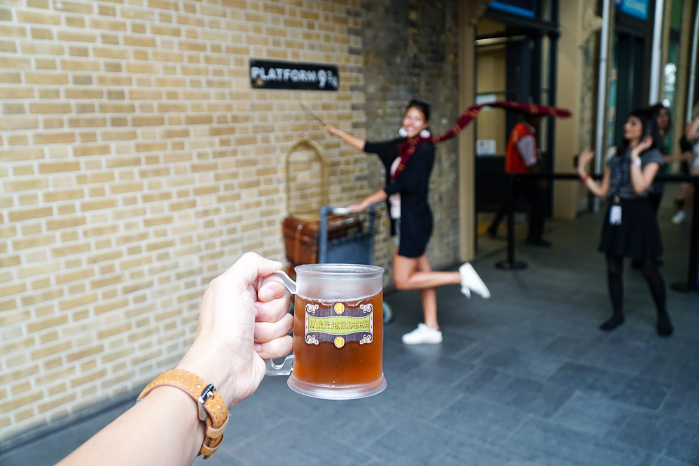 Kings Cross Station Platform nine and three quarters - Harry Potter London Film Locations