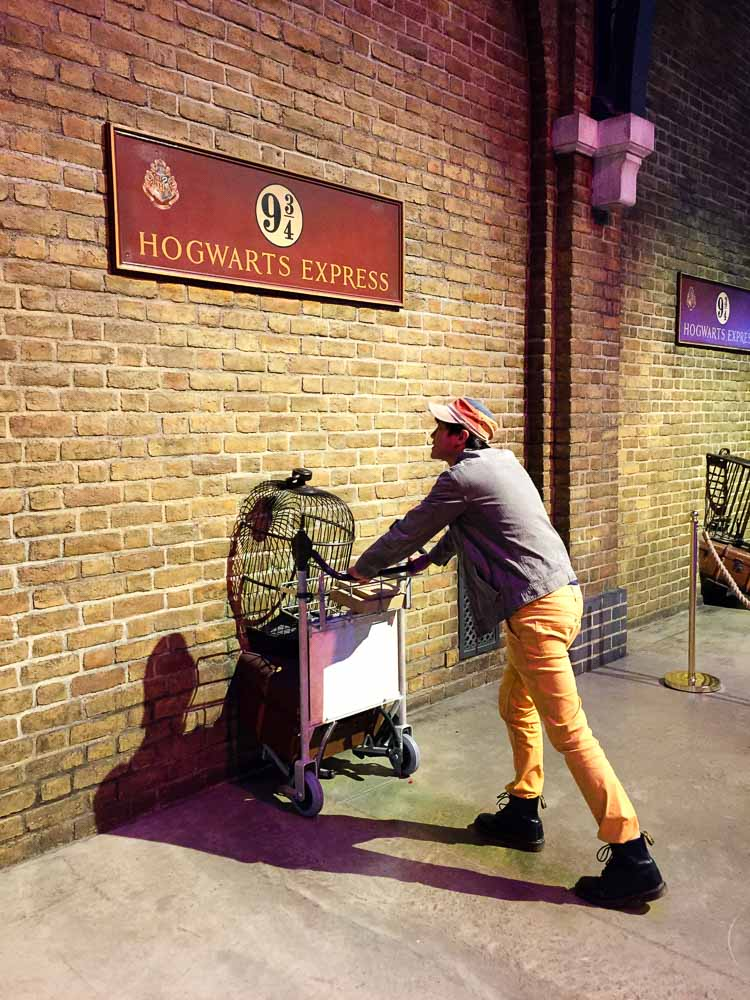 Platform nine and three quarters - Harry Potter London Studio