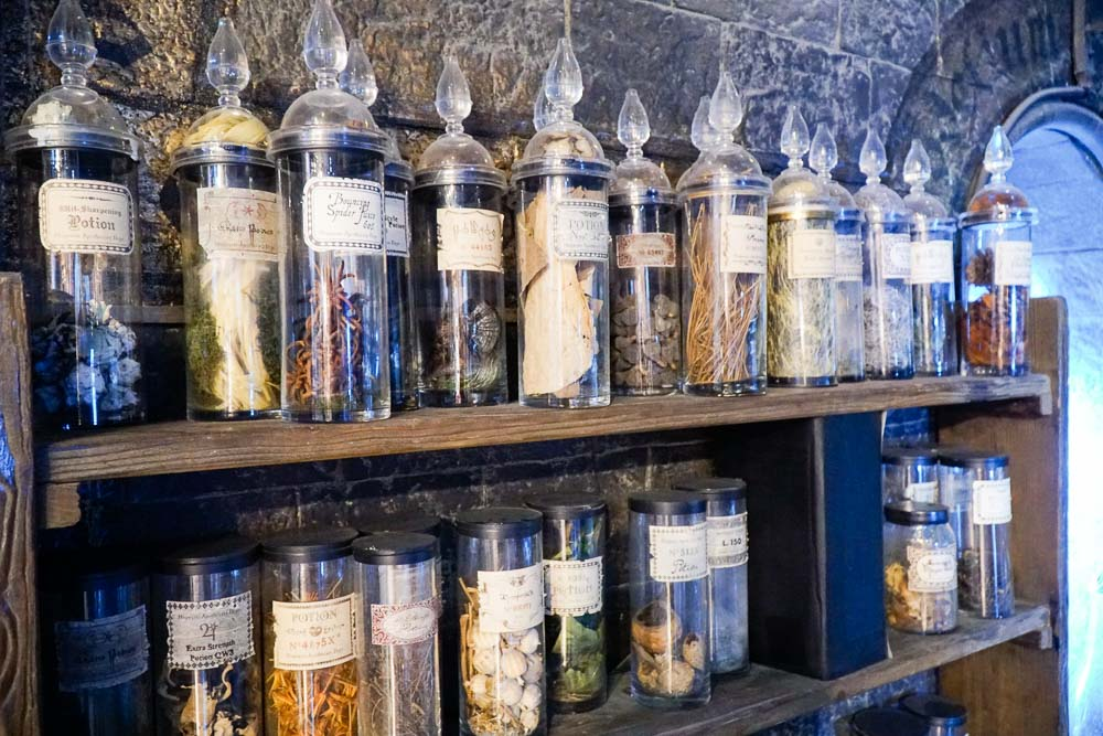 potions classroom props - Harry Potter London Studio