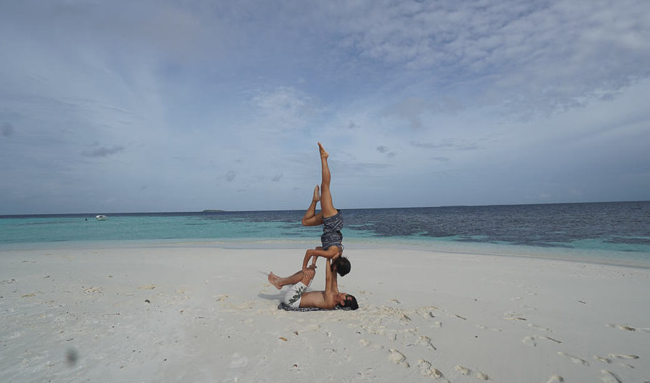acroyoga-on-beach-maldives-budget-guide-25