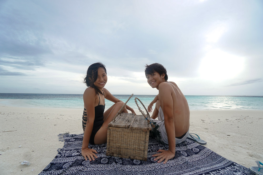 picnic-on-uninhabited-island-maldives-budget-guide-28
